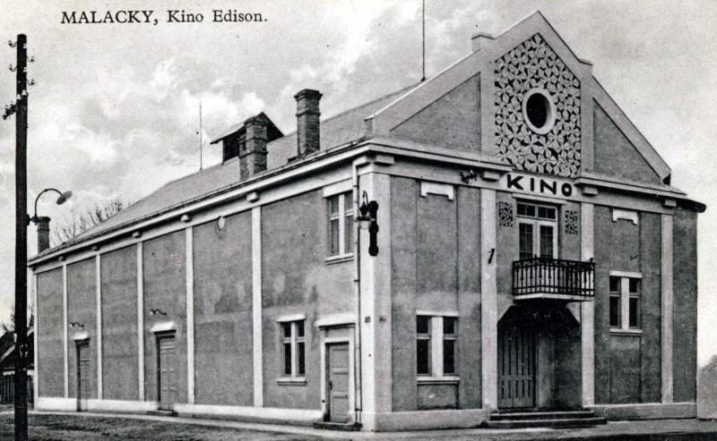 c283bd02f Prvé filmové predstavenia na Slovensku boli koncom roka 1896 v Bratislave a  v Košiciach. O rok neskôr vzniklo v Paríži prvé stále kino.
