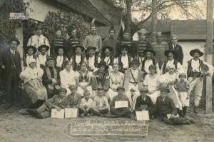 Členovia Orla na záver divadelného kurzu v roku 1924
