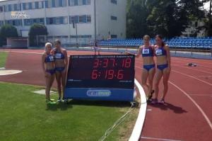 Reprezentačná štafeta na 4 x 400 m - zľava Holleyová, Štuková, Šalgovičová, Putalová