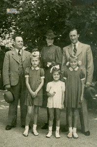 Martin Spusta s rodinou. Koniec 30. rokov 20. storočia.