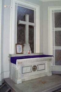 Krypty v Čiernom kláštore v Malackách. Oltár zo začiatku 20. storočia v nadzemnej časti.