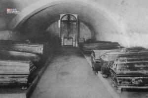 Krypty v Čiernom kláštore v Malackách. Historický záber.