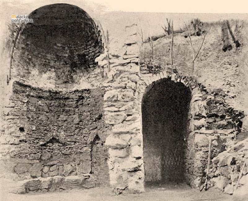 Vstup do Plaveckej jaskyne. Foto Magyarország vármegyéi és városai