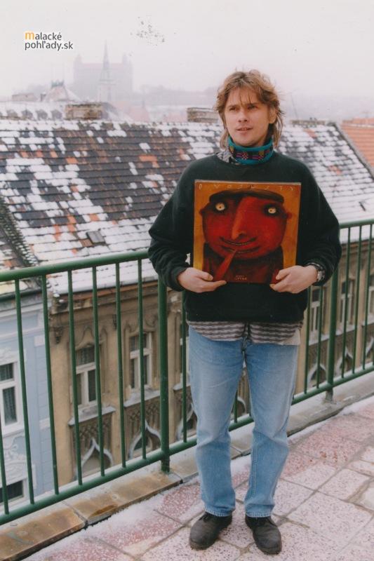 Vlado Zetek s obrazom od Františka Liptáka.