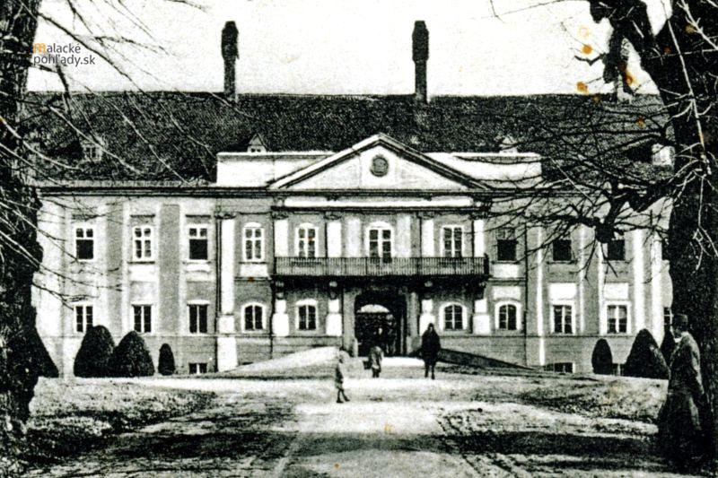 Malacký pálffyovský zámok na prelome po roku 1918.