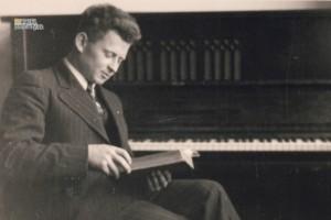 Učiteľ Alfréd Bollardt.