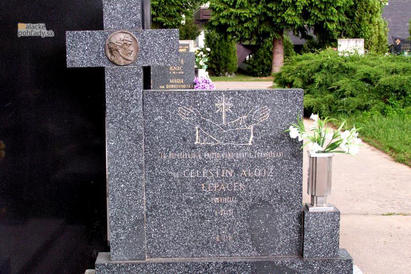 Spoločný hrob františkánov v Trnave