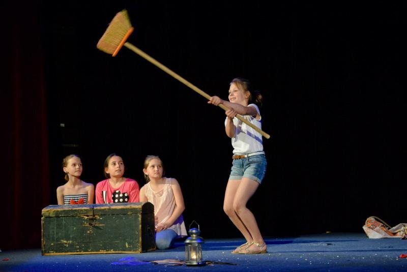 Štúdio mladých Divadla na hambálku Malacky: Pasus (2015). Foto: Sabina Zetková