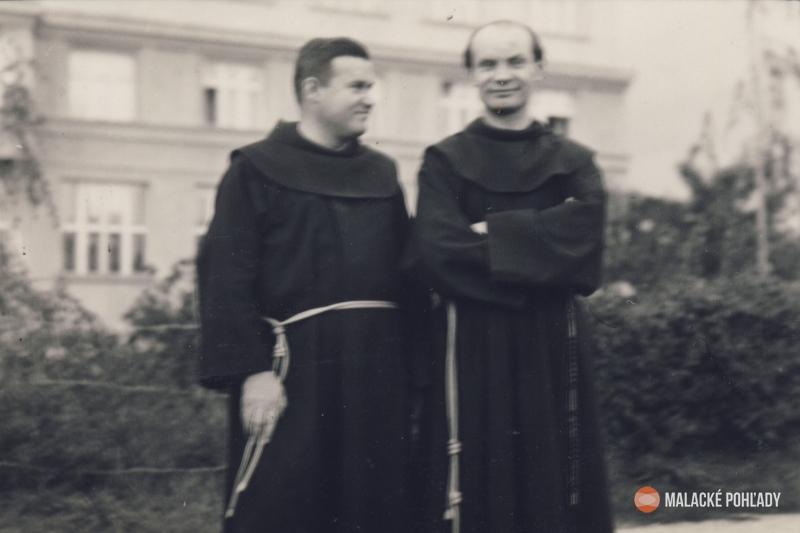 Teodor Tekel (vpravo) s Vševladom Gajdošom pri Čiernom kláštore v Malackách
