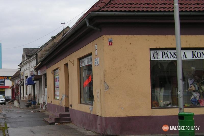 Mierové námestie v Malackách v roku 2006