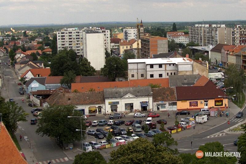Mierové námestie v Malackách v roku 2008