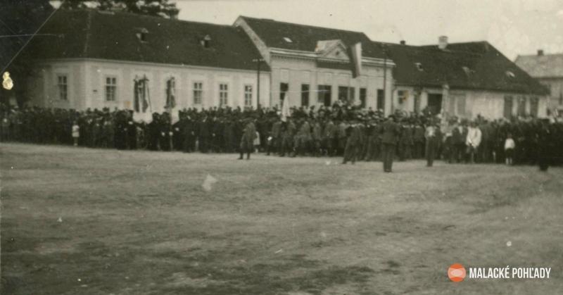Mierové námestie v Malackách okolo roku 1930