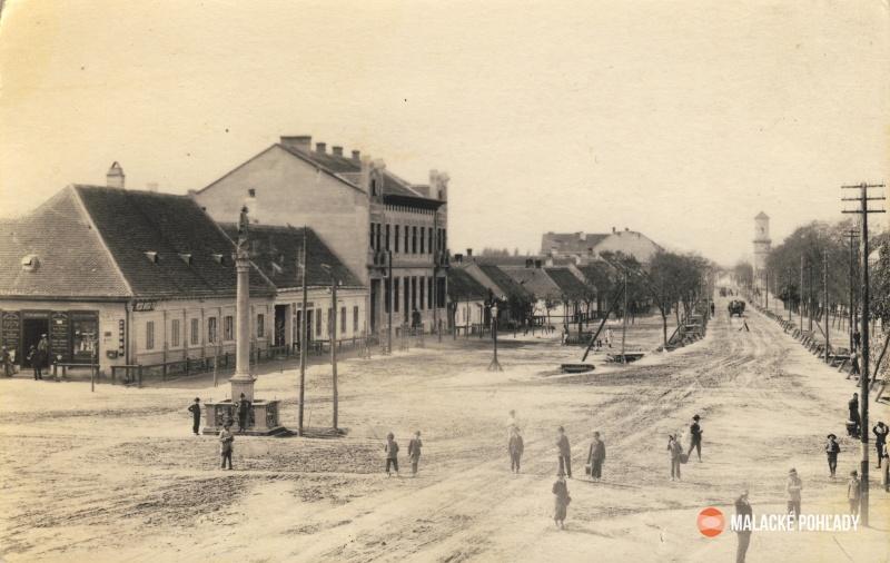 Námestie a Záhorácka ulica v Malackách