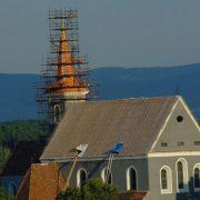 Zlatý kríž a odkaz v plastovom obale alebo Návrat kríža na vežu
