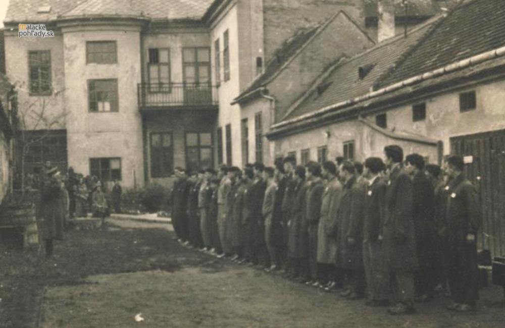 Stroj času - Dvor vojenskej správy na Záhoráckej