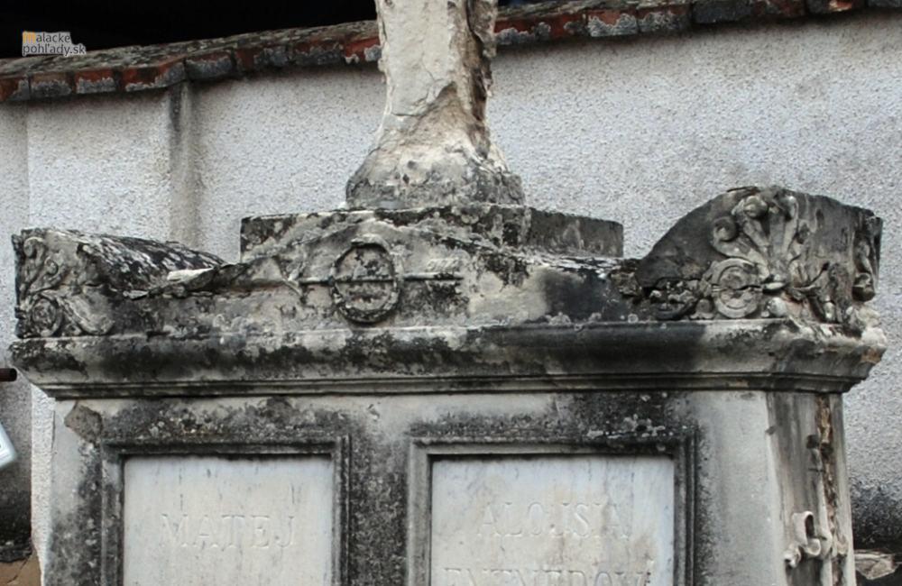 Najstarší náhrobok na starom cintoríne
