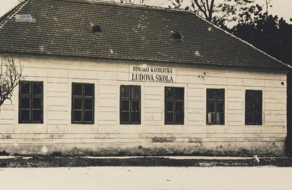 Gajdár, pôvodne rímskokatolícka ľudová škola v Malackách