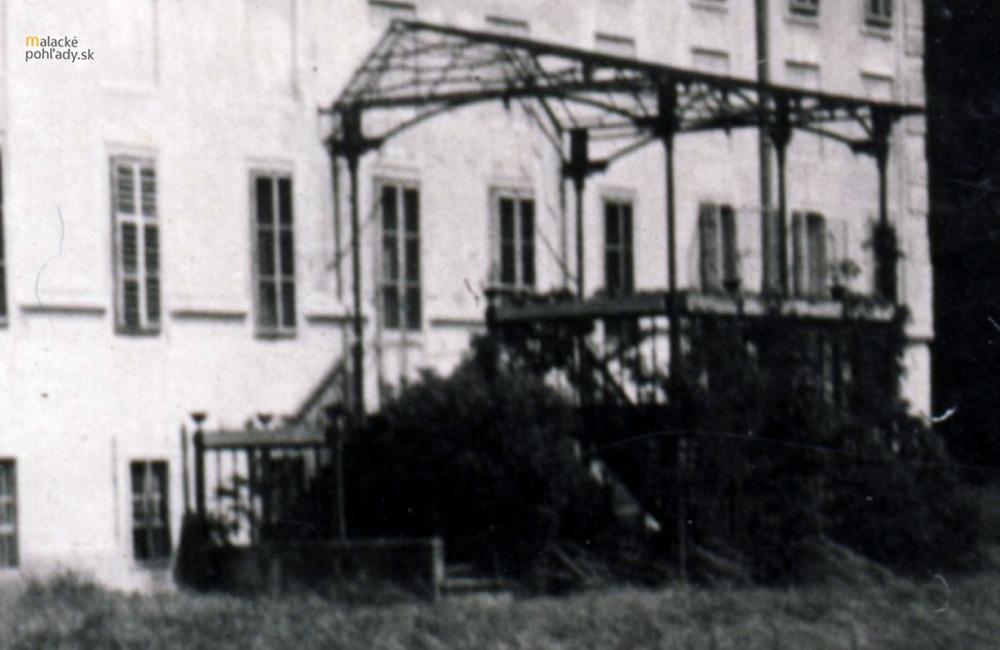 Terasa južného krídla zámku