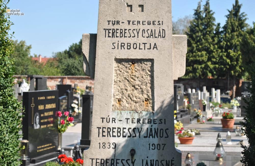 Zo starého cintorína zmizol reliéf Terebessyho