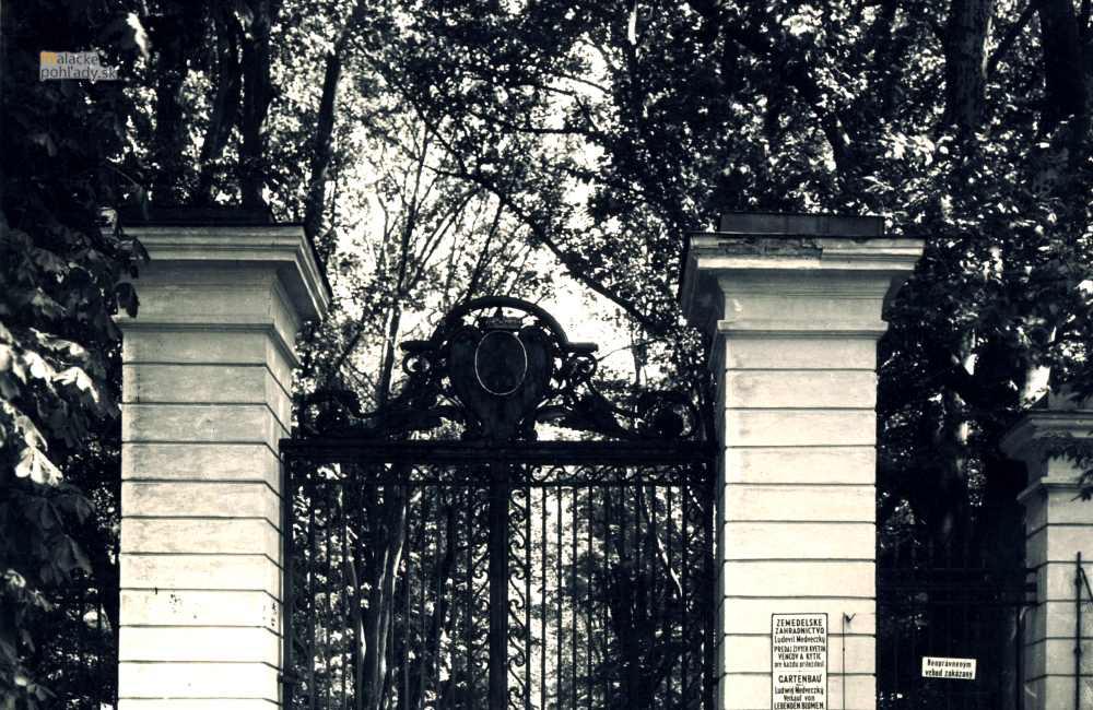Čierna brána zámockého parku