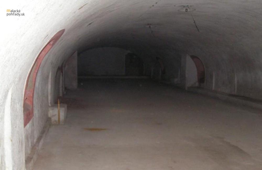Podzemné chodby v Malackách (2)
