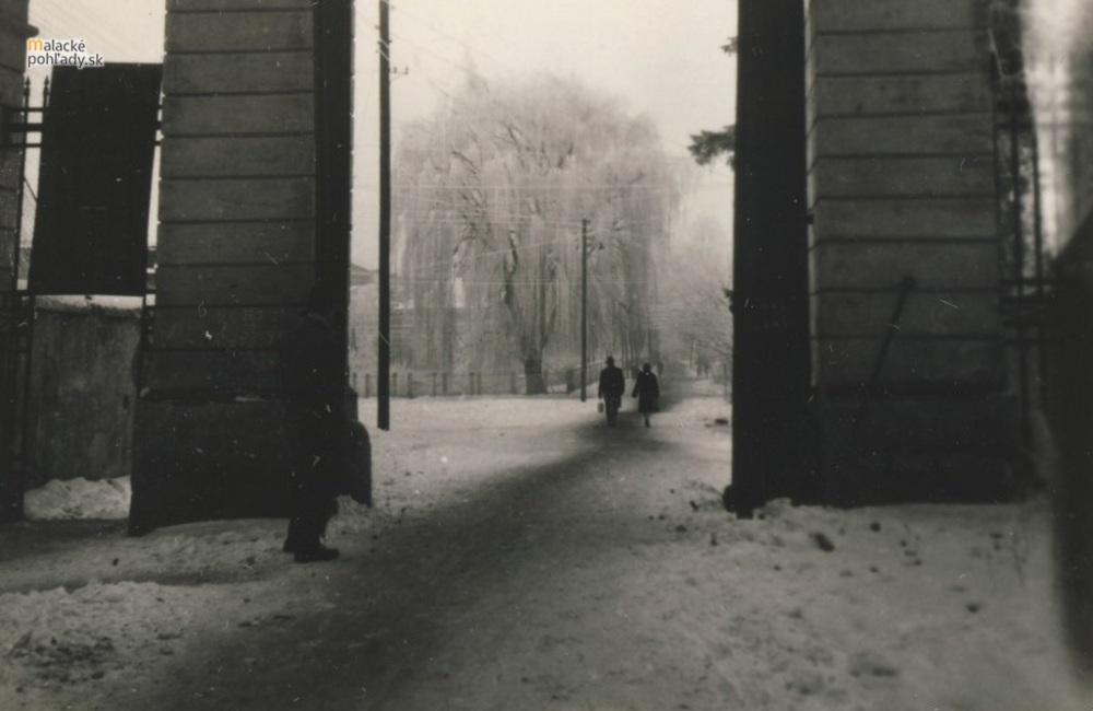 Stroj času - Čierna brána