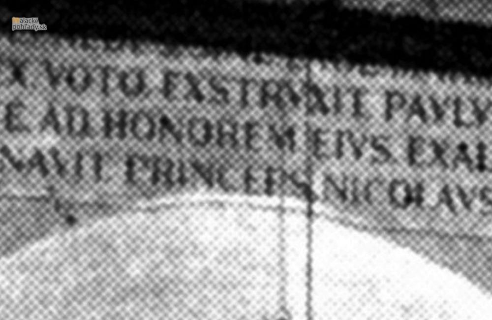 Čo bolo napísané na stene kostola?
