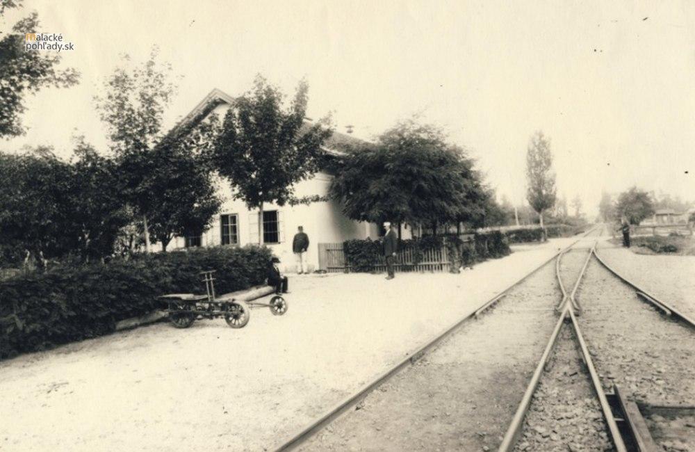 Stroj času - Okolie železničnej stanice