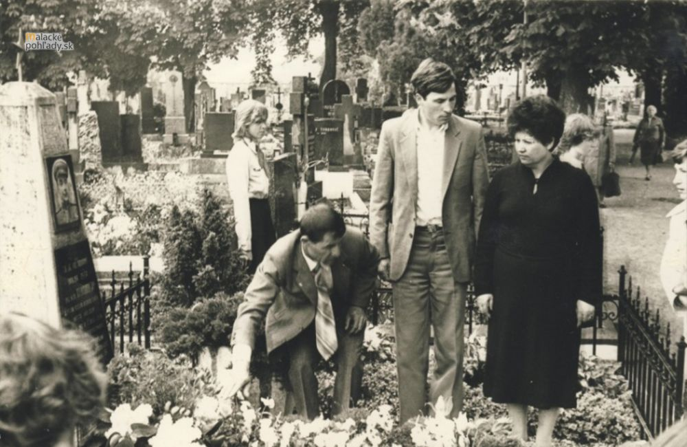 Stroj času - Starý cintorín