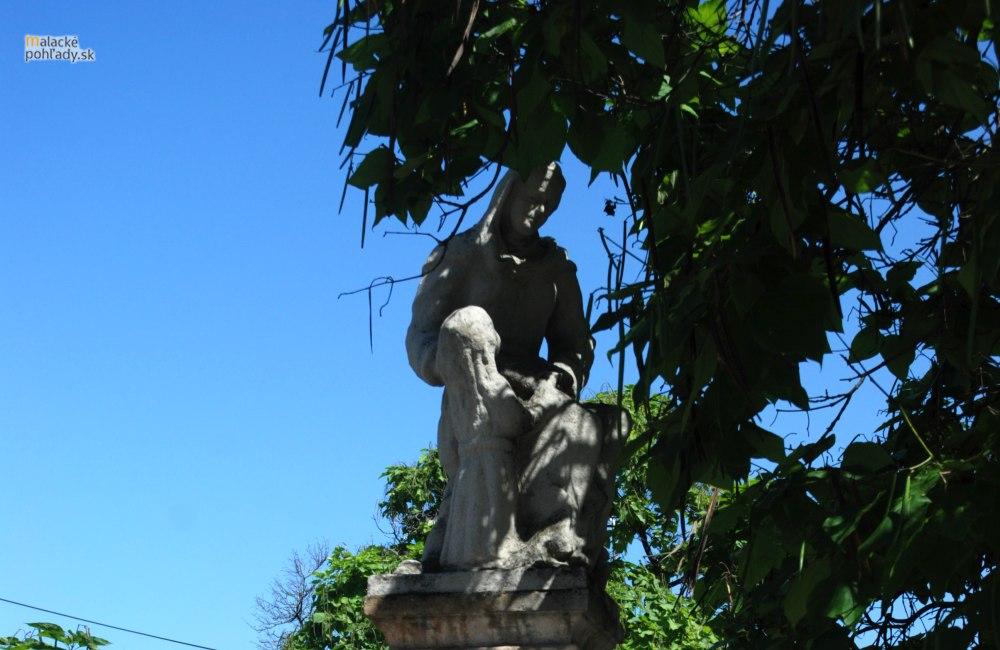 Súsošie sv. Anny s Pannou Máriou pred kláštorom