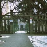 Brána, ktorá vedie do školy