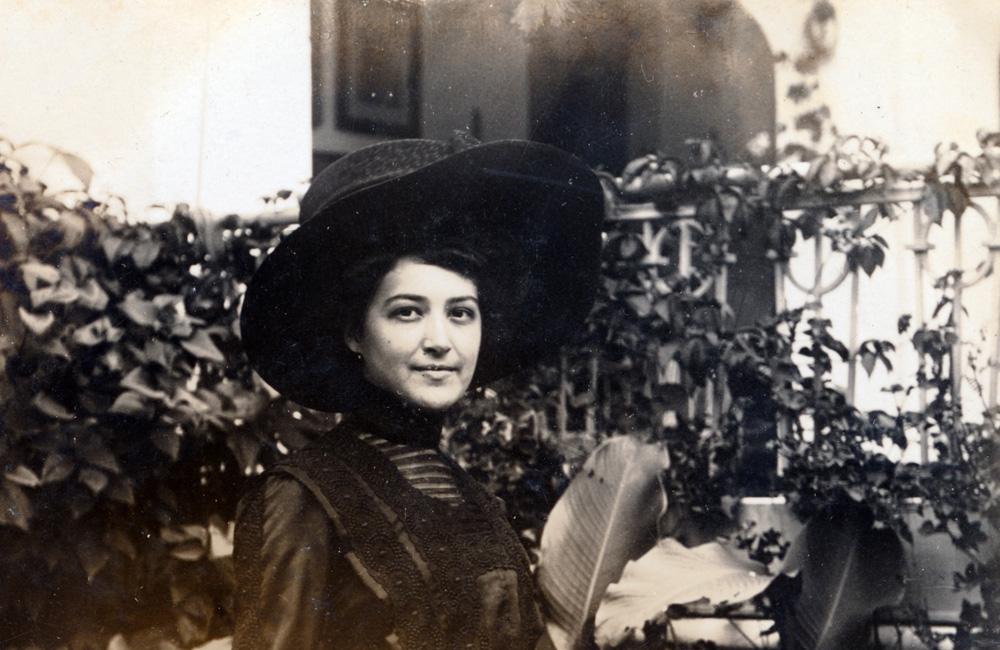 Ako sa Malačania obliekali... (2) – Klobúky a účesy bohatších dám v posledných rokoch Rakúsko-uhorskej monarchie