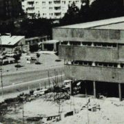 Stroj času - Červený obchodný dom