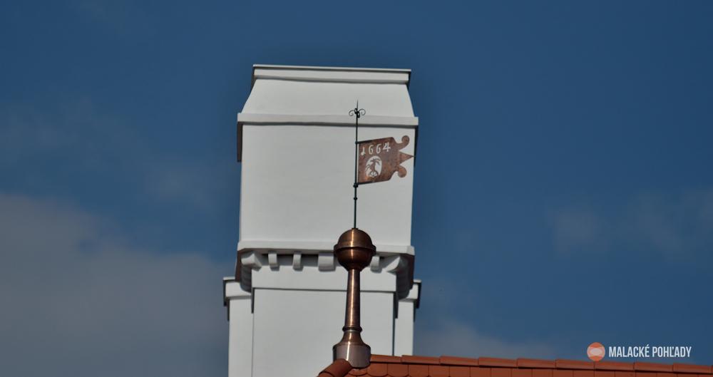 Zaostrené na veterné koruhvy malackého zámku