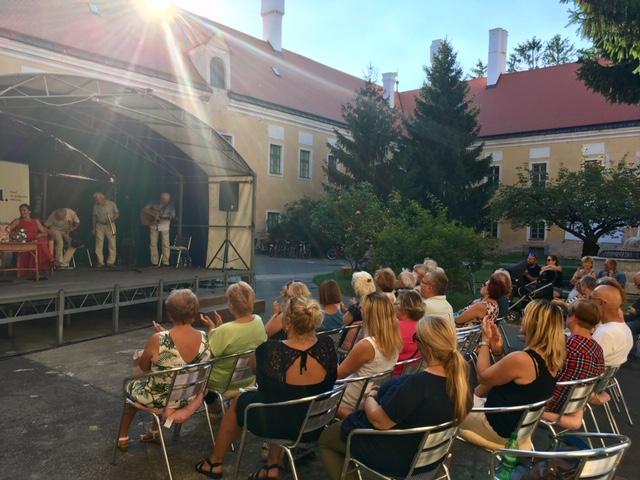 Literárny večer s Denisou Fulmekovou, Katarínou Brychtovou, Jurajom Šebestom a Geriatriom, Malacky