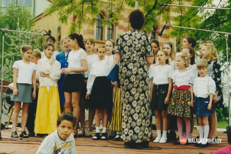 Farebné Malacky 2000, speváci