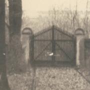 Stroj času - Červená brána zámockého parku v Malackách