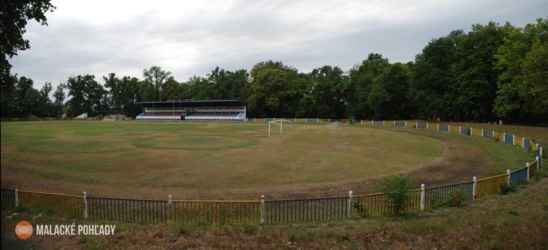 Atletická dráha na futbalovom štadióne v Malackách, 2012