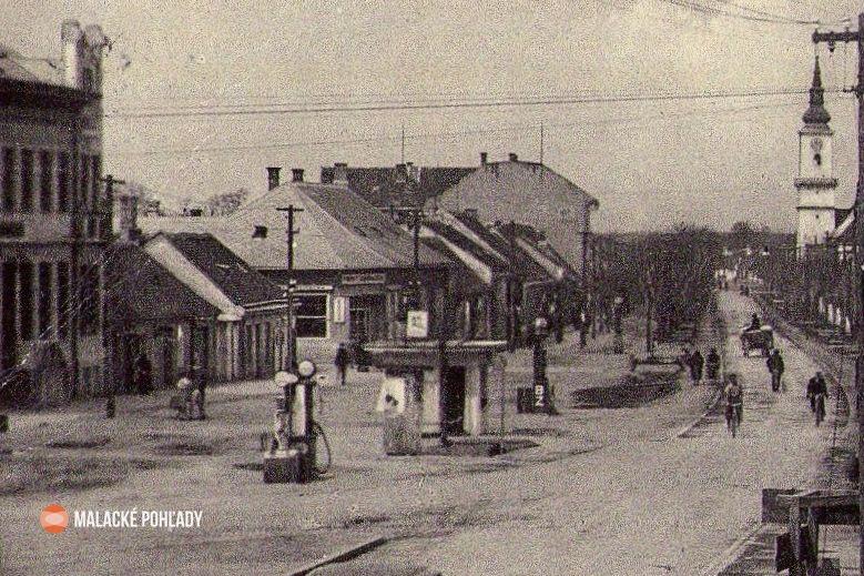 Záhorácka ulica v Malackách v 30. rokoch 20. storočia